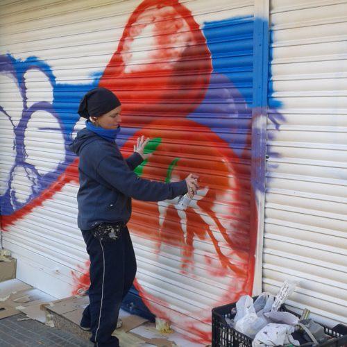 pintura-persiana-graffiti-tot-davui1