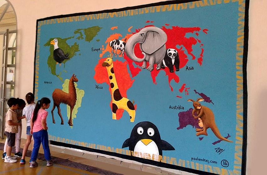 Pintura Mural de Mapamundi en Escuela